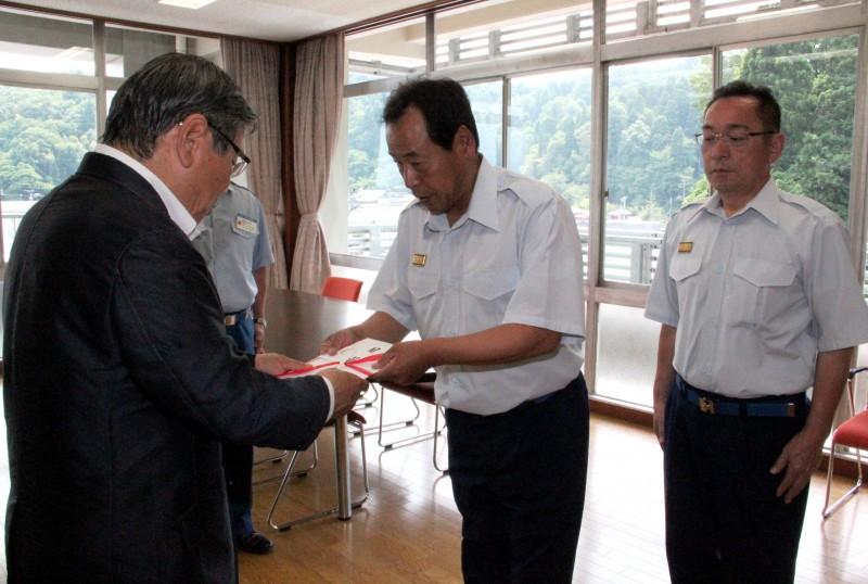 鯖江消防団が益城町消防団に支援金を贈呈しました!