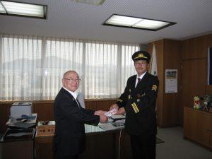 越前消防団が越前町役場に熊本県への義援金を寄付しました